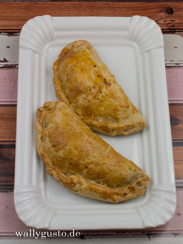 """""""Cornish"""" Pasty mit Kürbis, Blauschimmelkäse & Walnüssen"""