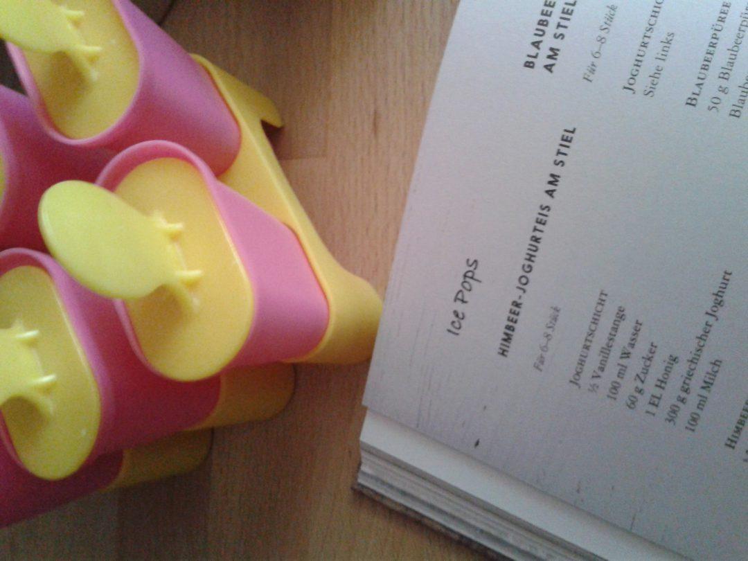 Himbeer-Joghurteis am Stiel
