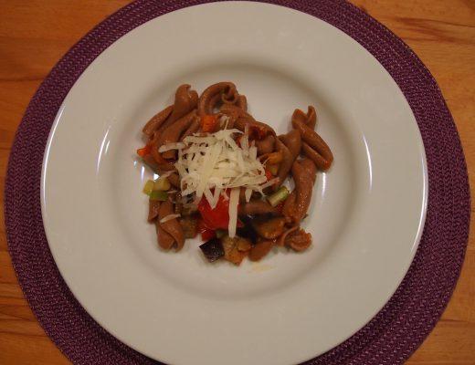 Pasta mit Auberginen & zweierlei Tomaten