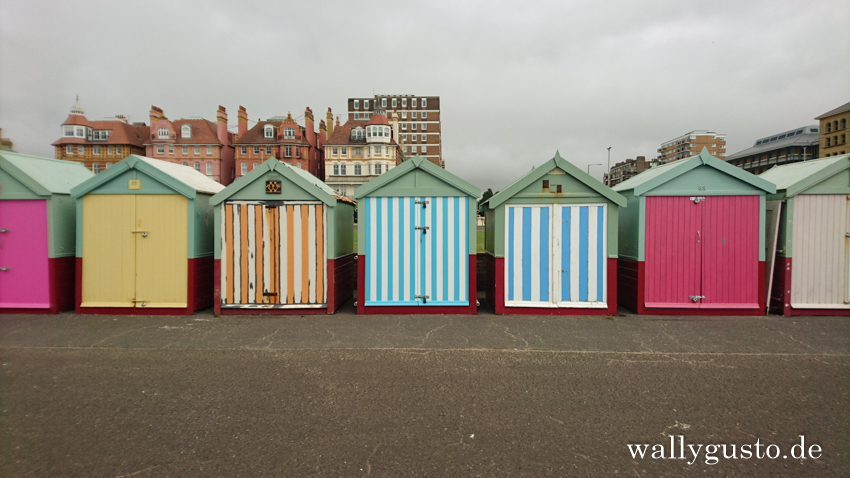 Beach Huts in Brighton | Brighton Travel Guide auf www.wallygusto.de