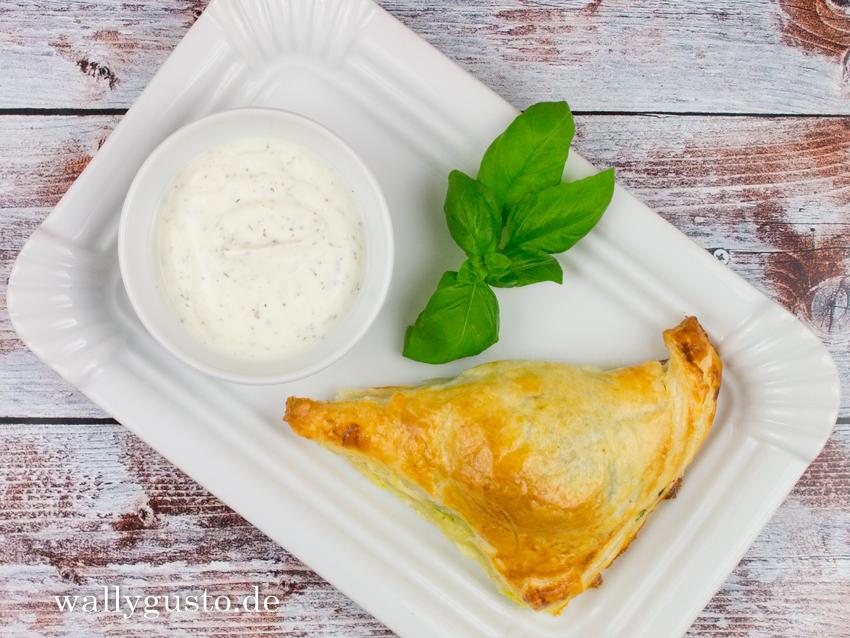 Blätterteigtaschen mit Spinat & Gorgonzola | Rezepte auf www.wallygusto.de