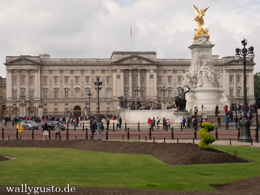 Buckingham Palace - Travel Guide London