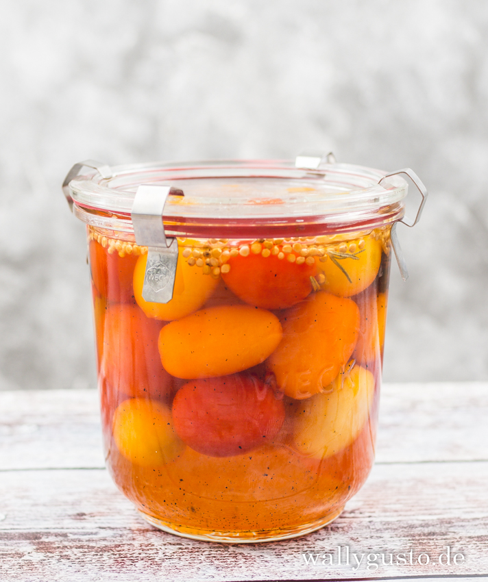 Eingelegte Gewürztomaten mit Vanille & Rosmarin | Rezept auf www.wallygusto.de