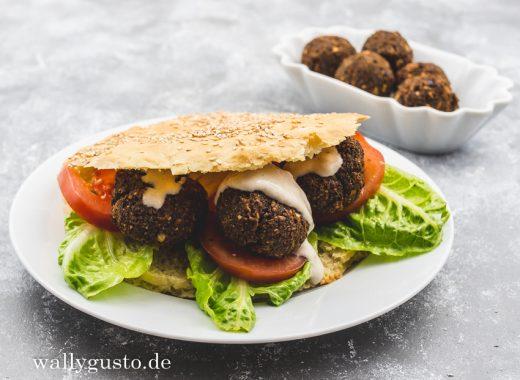 Falafel Sandwich mit Tahini-Joghurt-Sauce | Rezept auf www.wallygusto.de