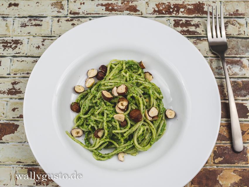 Feldsalat-Pesto mit Haselnüssen & Zitrone | Rezept auf www.wallygusto.de