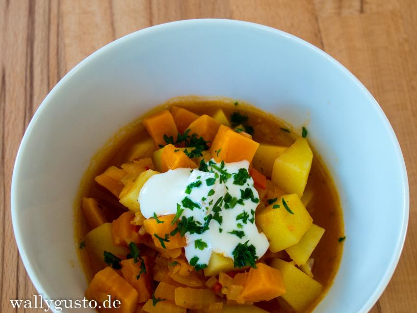 Gulasch_Kartoffeln_und_Sauerrahm