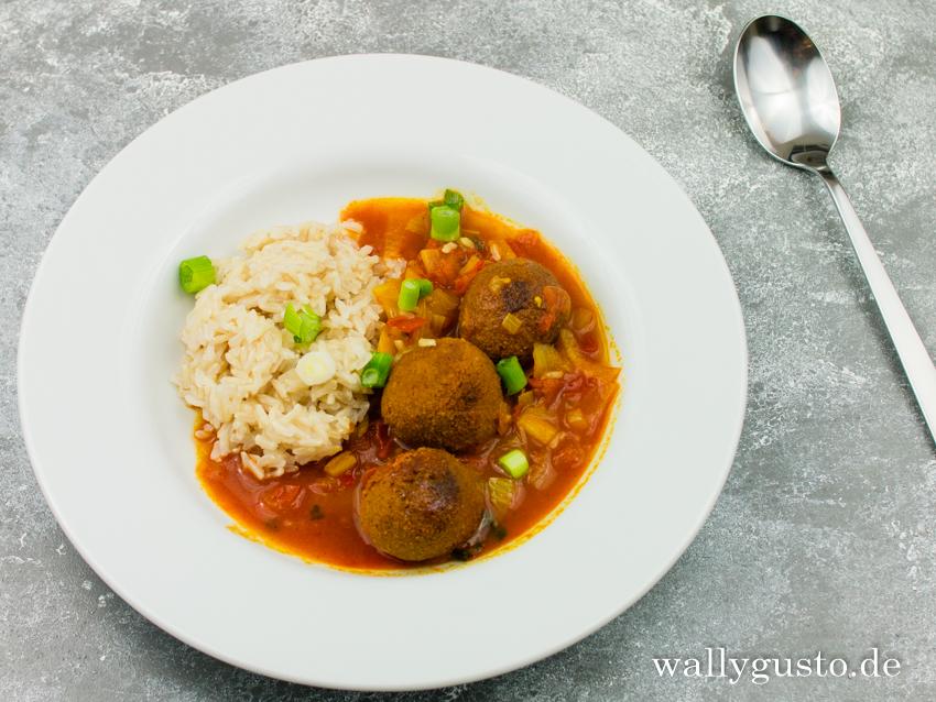 Indisches Soja-Linsenbällchen-Curry