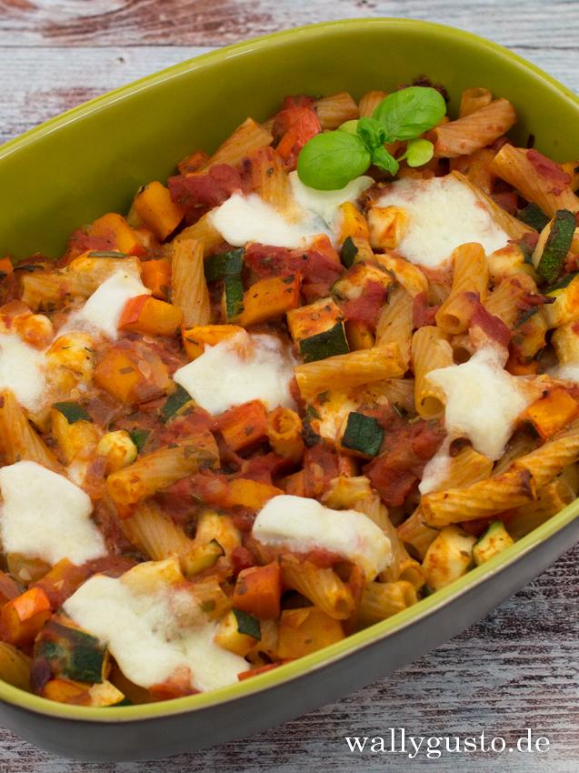 Kürbis-Zucchini-Auflauf mit Nudeln | Rezept auf www.wallygusto.de