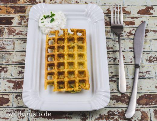 Kartoffel-Lauch-Waffeln mit Ingwer & Sour Cream Dip | Rezept auf www.wallygusto.de