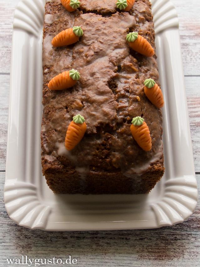 Karottenkuchen mit Kokos & Walnüssen/ Carrot Cake