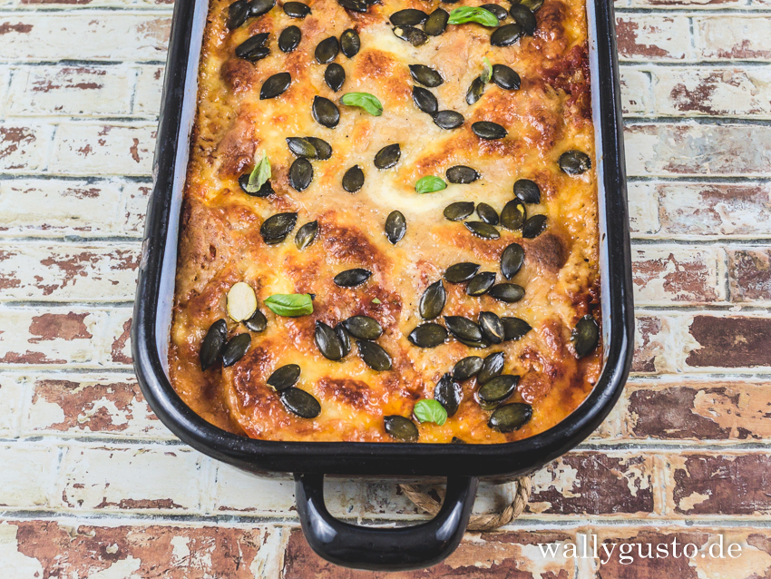 Kürbis-Lasagne mit Mozzarella und Kürbiskernen | Rezept auf www.wallygusto.de