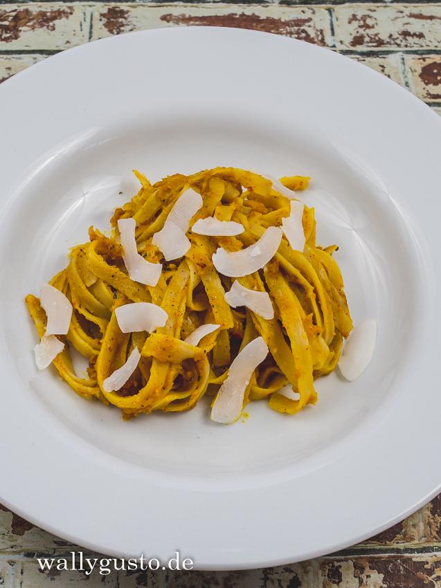 Kürbis-Pesto Goa-Style mit Ofenkürbis | Rezept auf www.wallygusto.de