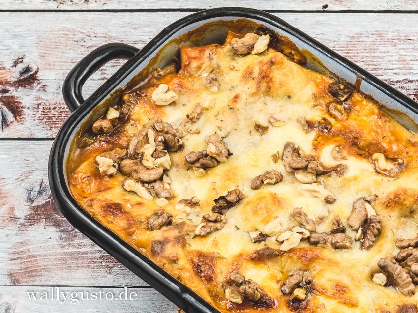 Lasagne mit Chicorée, Gorgonzola und Walnüssen | Ein vegetarisches Rezept auf www.wallygusto.de