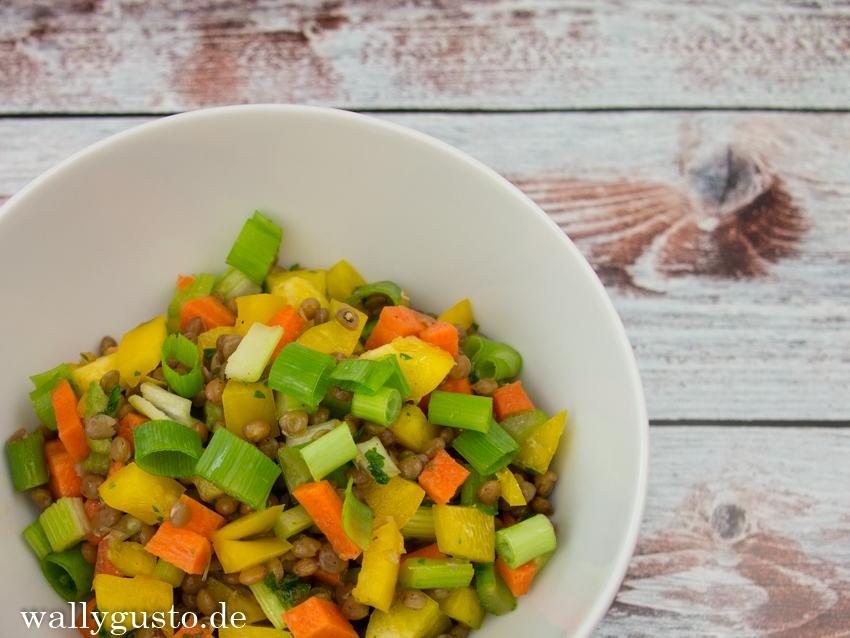 Veganer Linsensalat mit Karotten, gelber Paprika & Staudensellerie