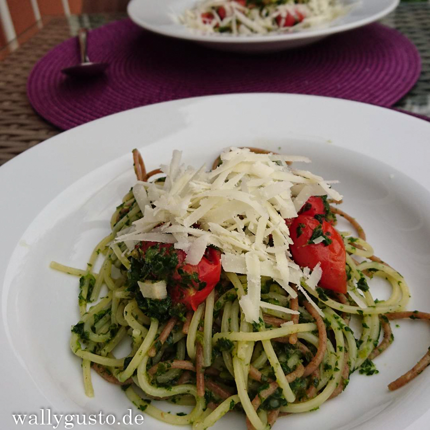 One-Pot-Spaghetti mit Grünkohl, Tomaten und Zitrone | Rezept auf www.wallygusto.de