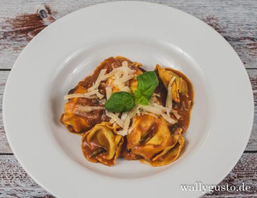 One Pot Tortellini mit Spinat | Rezept auf www.wallygusto.de