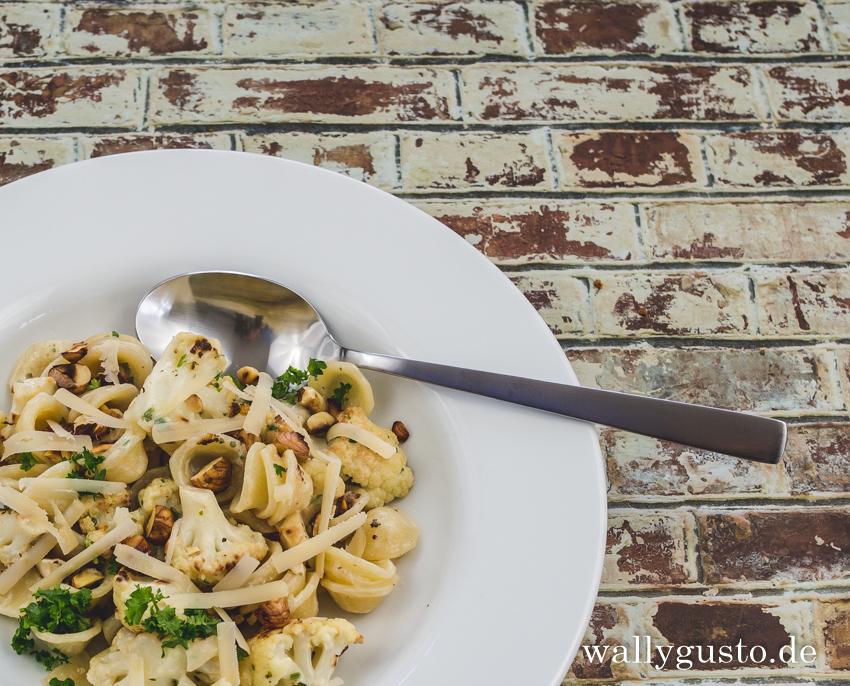 Pasta mit Blumenkohl, Salzzitrone und gerösteten Haselnüssen | Rezept auf www.wallygusto.de