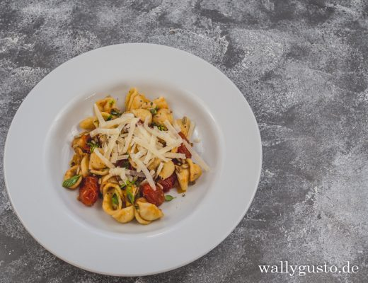 Pasta mit eingelegten Gewürztomaten | Rezept auf www.wallygusto.de