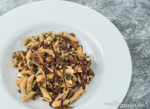 Pasta mit Linsen und karamelisierten Zwiebeln - Rishtaya Bi Adas | Rezept auf www.wallygusto.de