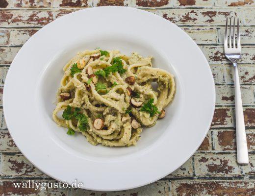 Pastinaken Pesto mit gerösteten Haselnüssen | Rezept auf www.wallygusto.de