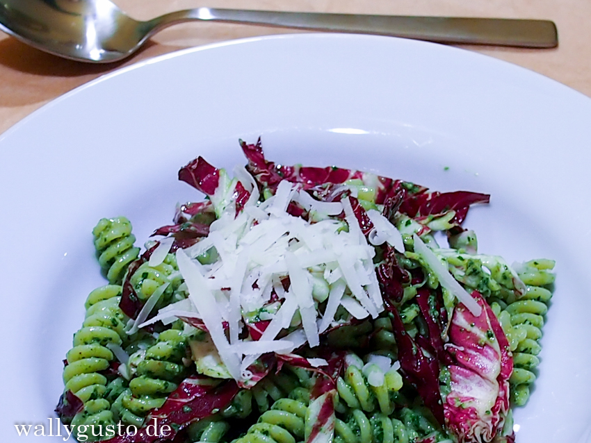 A Modern Way To Eat - Walnuss-Majoran-Pesto mit Radicchio {Buchvorstellung}