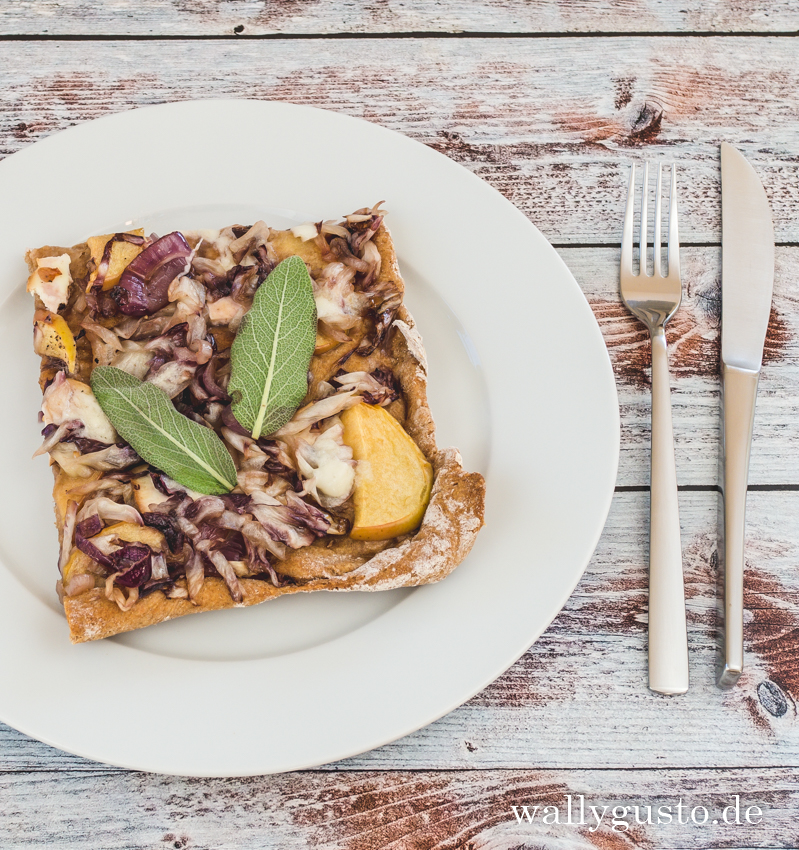 Pizza mit Apfel und Radicchio | Rezept auf www.wallygusto.de