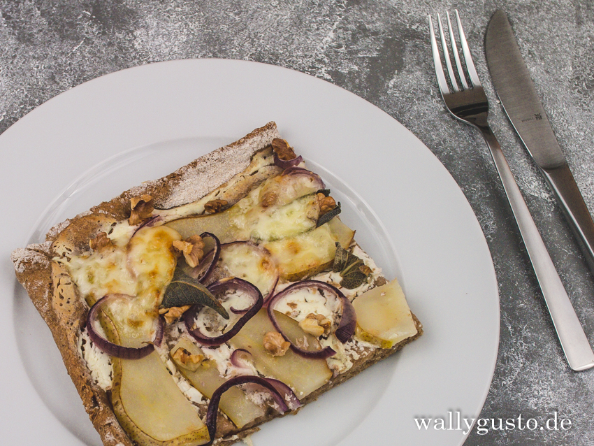 Pizza mit Birne, Provolone & Walnüssen | Rezept auf www.wallygusto.de