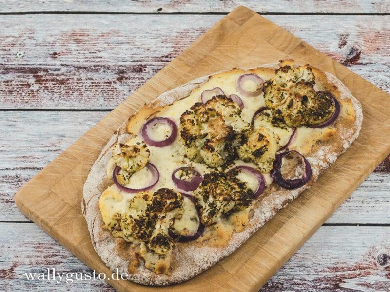 Orientalische Pizza mit Blumenkohl, Salzitrone und Zatar | Rezept auf www.wallygusto.de