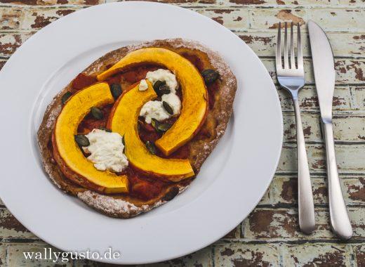 Pizza mit Kürbis, Ricotta & Kürbiskernen | Rezept auf www.wallygusto.de
