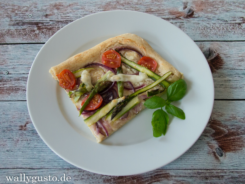 Pizza mit grünem Spargel / Pizza with green Asparagus