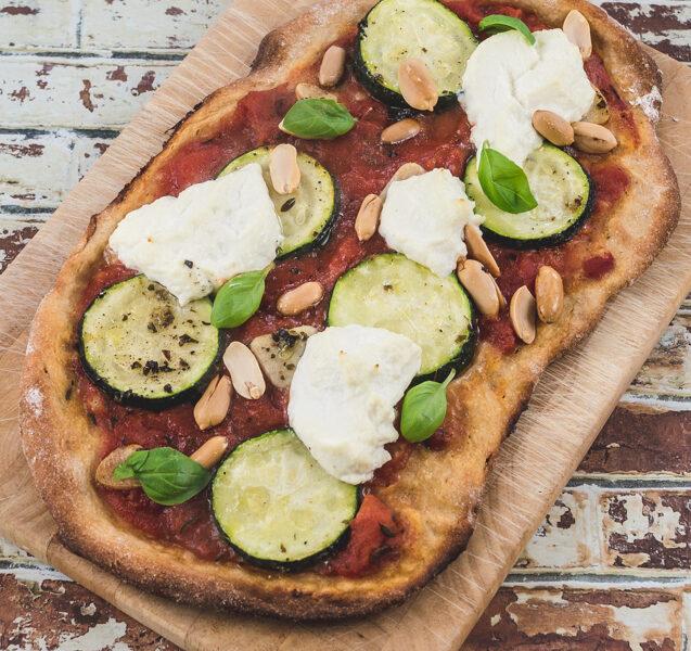 Pizza mit Zucchini, Erdnuss & Ricotta | Rezept auf www.wallygusto.de
