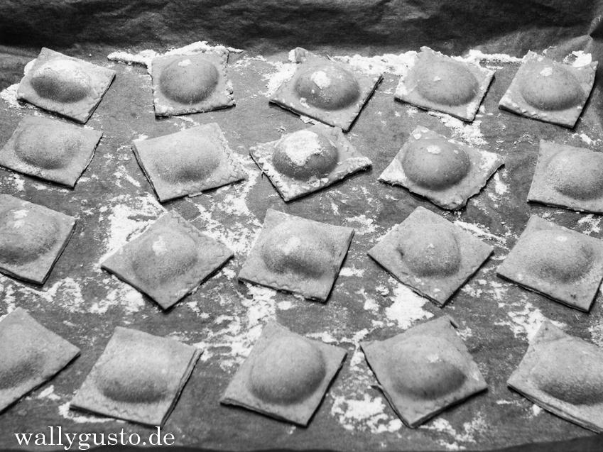 Ravioli mit Walnuss-Ricotta-Füllung