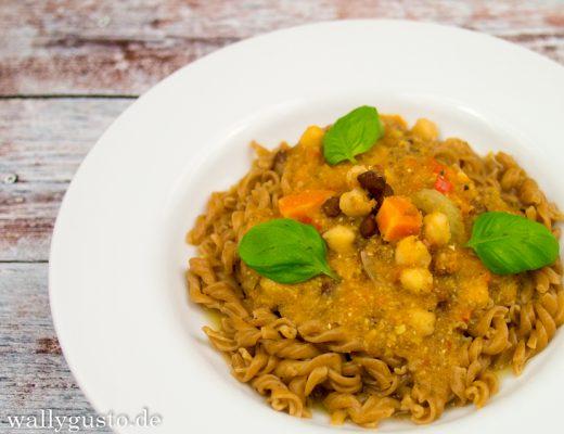 Kichererbsen-Sauce mit Stangensellerie, Karotten & Tomaten