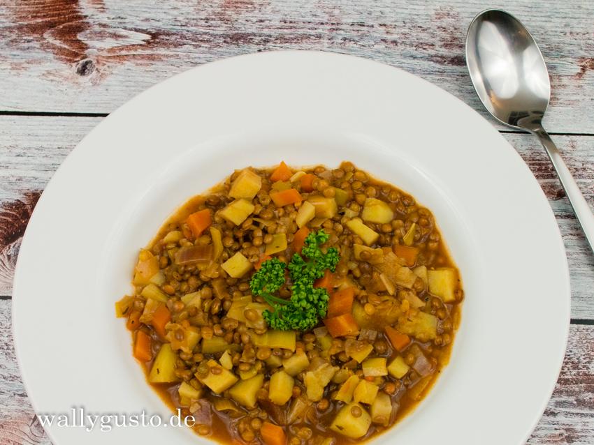 Saure Linsensuppe mit Kartoffeln & einem Touch Italien