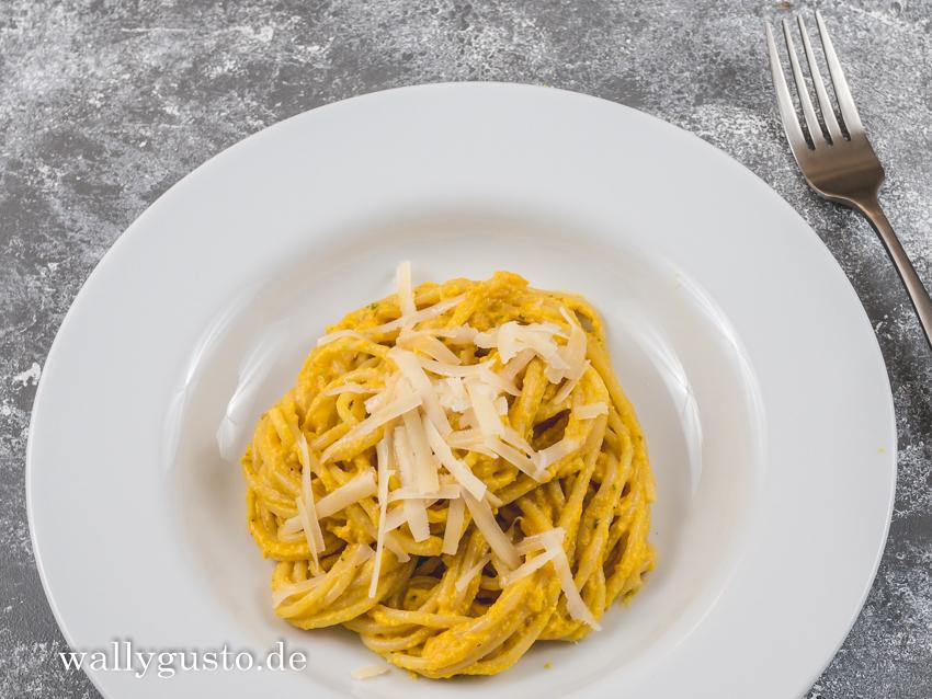 Scharfes Karotten-Pesto mit Walnüssen & Chili | Ein vegetarisches Rezept auf www.wallygusto.de