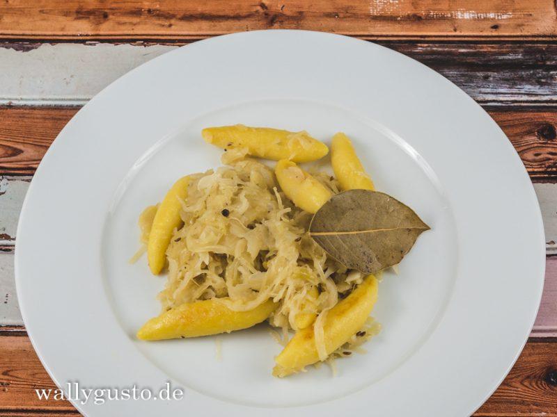 Schupfnudeln mit Apfel-Sauerkraut   Rezept auf www.wallygusto.de