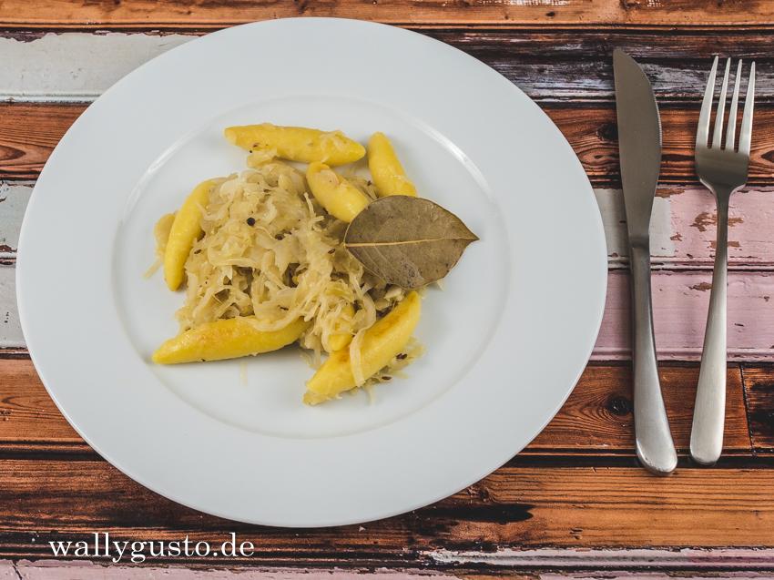 Schupfnudeln mit Apfel-Sauerkraut | Rezept auf www.wallygusto.de