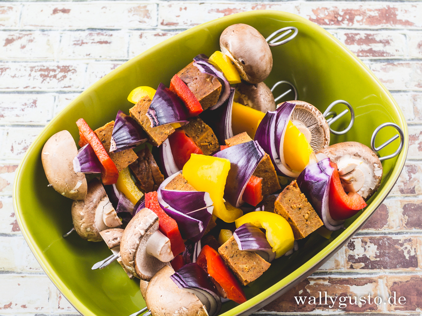 Seitan-Schaschlik mit Currysoße | Rezept auf www.wallygusto.de