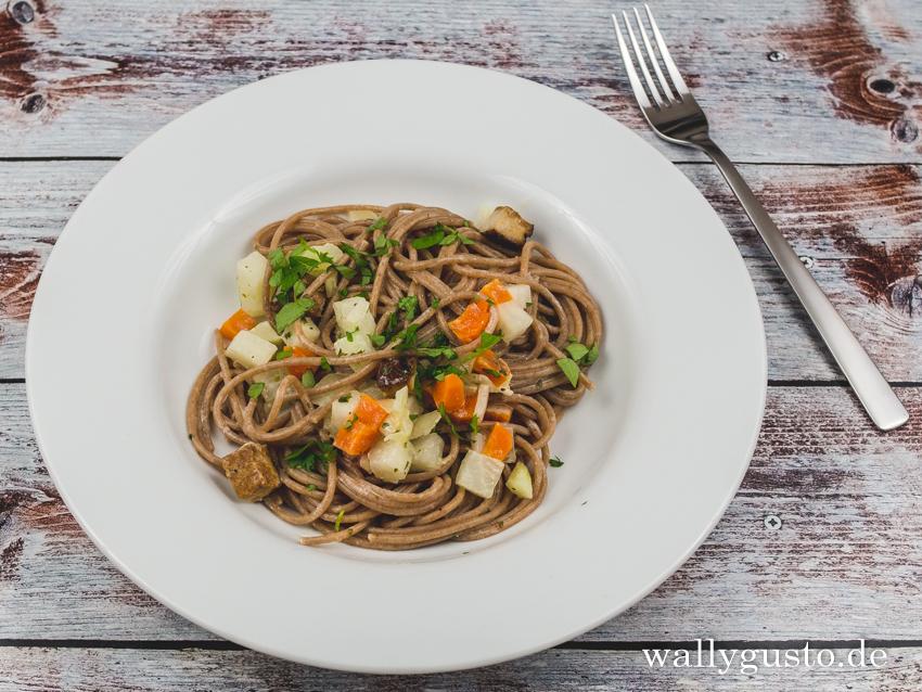 Spaghetti mit buntem Gemüse und Räuchertofu | Buchvorstellung – Wallygusto Der Blog, der durch den Magen geht