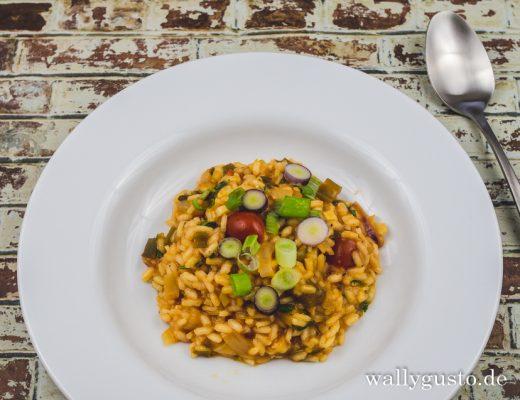 Tomaten-Risotto mit Frühlingszwiebeln | Rezept auf www.wallygusto.de