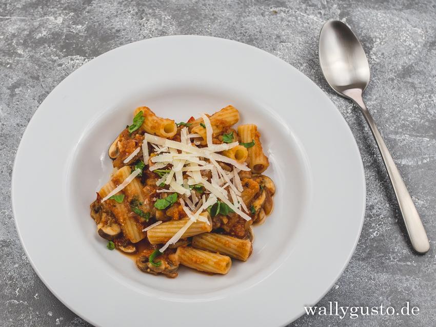Tomatensauce mit Kichererbsen und Pilzen| Rezept auf www.wallygusto.de