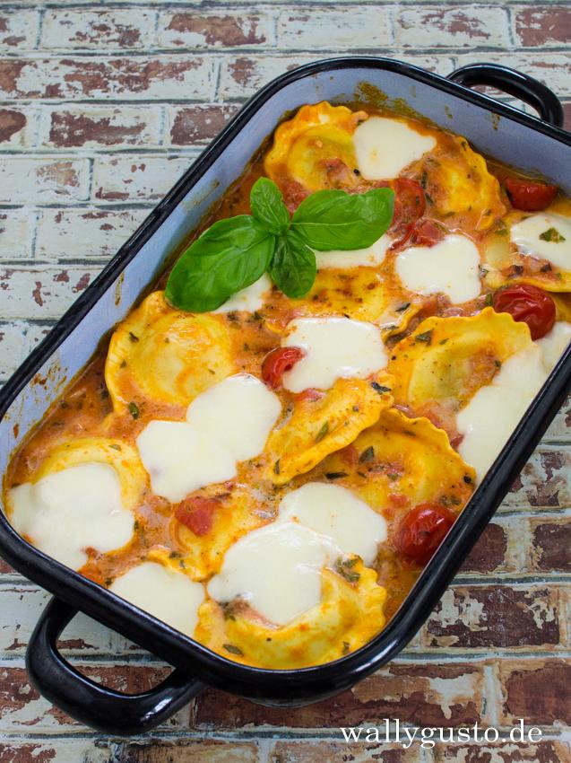 Tortellini mit Tomatensauce und Mozzarella | Rezept auf www.wallygusto.de