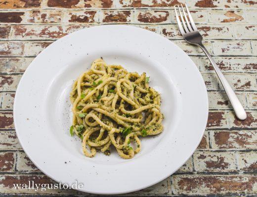 Zucchini Pesto mit Basilikum & Rosmarin | Rezept auf www.wallygusto.de