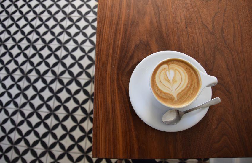 das cafe reitschule ist bereits seit jahren eine institution in munchen errichtet wurde die reitschule in den 1920ern von der bayerischen reitschule ag